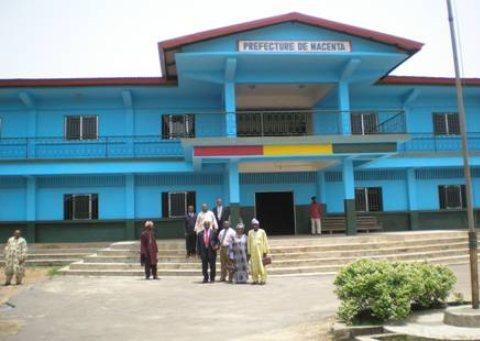 une école endommagée par une tornade