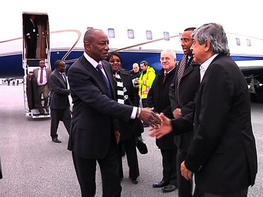 Alpha Conde Guinee dans l'avion à l'étranger