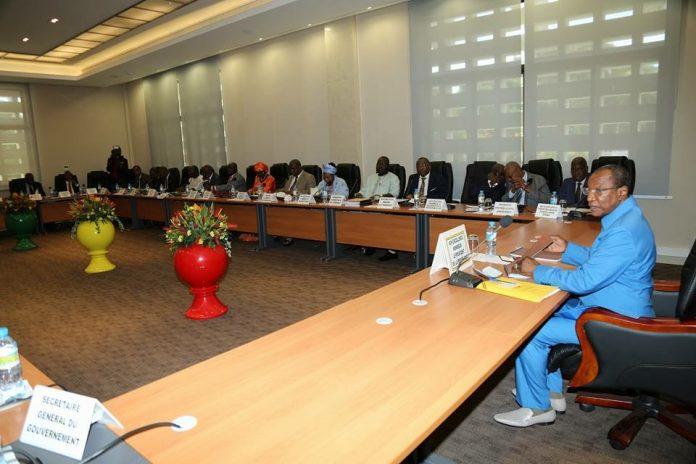 Alpha Conde en conseil des ministres