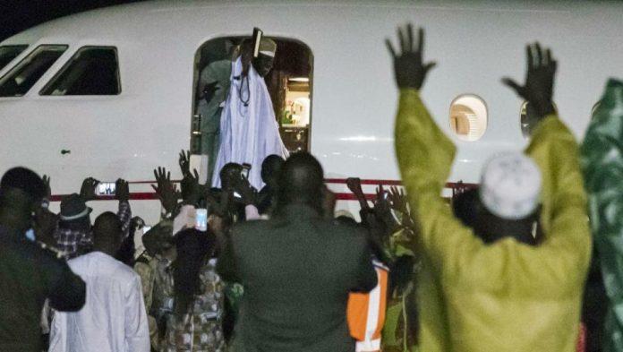 Jammeh quitte l'aéroport de Conakry