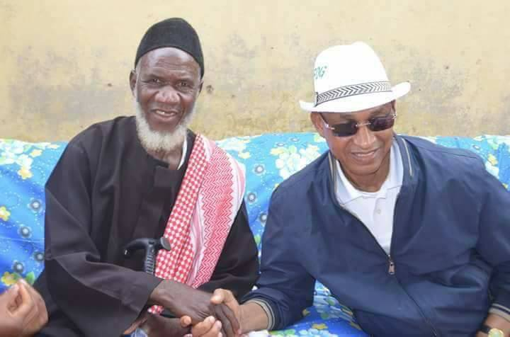 Cellou Dalein Diallo avec le Sotikémo de Faranah