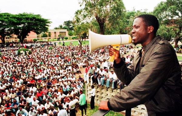Guillaume Soro Au cours d'un meeting sur le campus de l'université de Cocody, en 1997 : le jeune secrétaire général de la Fesci est un vrai tribun.