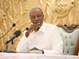 Alpha Conde lors de la conférence de presse au palais sekhoutoureya