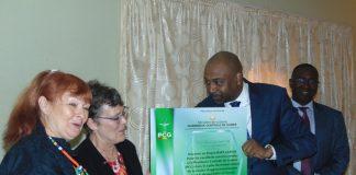 Dr Abdourahmane Diallo, Ministre de la santé à droite Madame Barbara DICKERSON, Directrice Mission USAID/Guinée et Dr Marie Paule FARGIER, Directrice du SIAPS/Guinée.