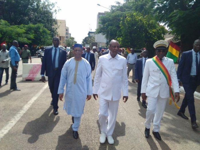 Mamady Youla, Alpha Conde et Mathurin Bangoura lors de la célébration de la fête de l'indépendance