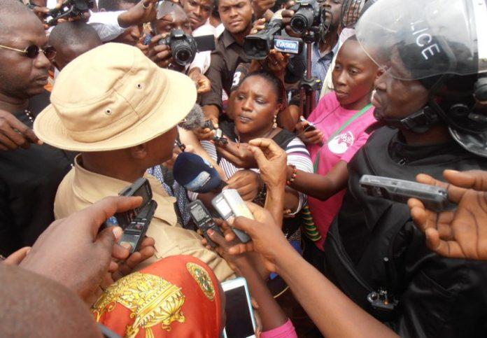 Cellou Dalein Diallo er le colonel Bafoé de la police Guinéenne