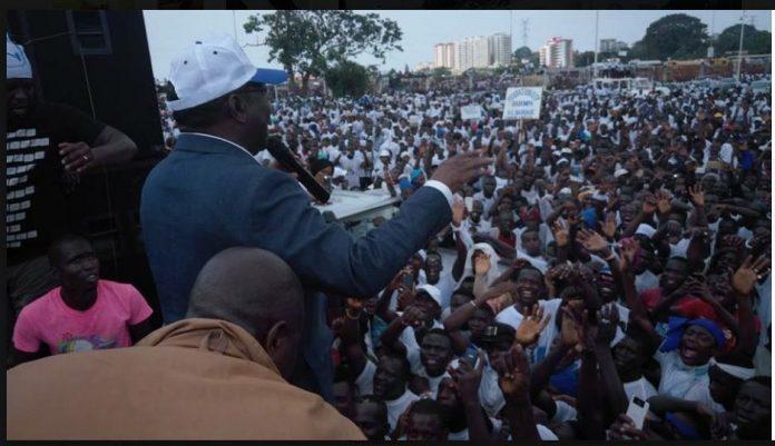 Sidya Touré de l'UFR en meeting à L'esplanade du palais du peuple à Conakry