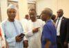 Alpha Conde avec des journalistes au palais sékhoutouréya