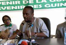 Après le rejet catégorique des résultats des élections communales du 04 février publiées (par la CENI) par l'opposition républicaine, le leader de l'UFDG, Cellou Dalein Diallo a invité ses militants, samedi 24 février, au cours d'assemblée générale de son parti à Conakry, à se mobiliser fortement pour une série de manifestations de rue qui débutera lundi le 26 février par « une journée ville morte ». « Je suis particulièrement fier aujourd'hui de constater que vous êtes prêts pour la marche pacifique programmée pour le lundi à Conakry et qui se poursuivra sur toute l'étendue du territoire. Il faut qu'on se batte pour obtenir la restitution des quartiers, des sièges et des suffrages qui nous ont été volés ; c'est vrai que l'UFDG a beaucoup de militants, une grande capacité de mobilisation, un poids électoral plus que respectable. Mais qu'à cela ne tienne, ce qui me plait davantage en vous, c'est votre engagement total et désintéressé, car le peuple vient de sanctionner M. Alpha Condé dans les urnes, les classes politiques dans les CACV, au détriment des partis politiques de l'opposition lors des élections communales du 4 février passé dont les résultats sont mis en cause par le pouvoir », a-t-il déclaré sous les ovations de ses militants. Alpha Condé suggérait de prendre les armes si les élections sont volées Devant ses militants, Cellou Dalein Diallo a indiqué que lui et ses pairs de l'opposition républicaine se battront par tous les moyens légaux pour la publication des « vrais résultats » issus des urnes, lors des élections communales du 04 février dernier. « Le peuple a sanctionné Alpha Condé par les urnes, il a décidé de sanctionner le peuple dans les CACV en volant les suffrages accordés généreusement par le peuple aux partis politiques de l'opposition. Ce n'est plus acceptable parce que notre combat n'aura aucun sens si nous nous soumettons aux décisions prises par les CACV qui sont loin de refléter la réalité des urnes. C'est notre droit le plus absolu d'exig