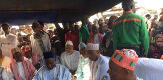 Cellou Dalein Diallo aux familles des victimes à Ratoma