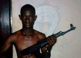 Boubacar Diallo grenade arme à la main