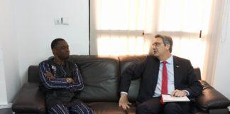 Bantama Sow et l'ambassadeur de France en Guinée