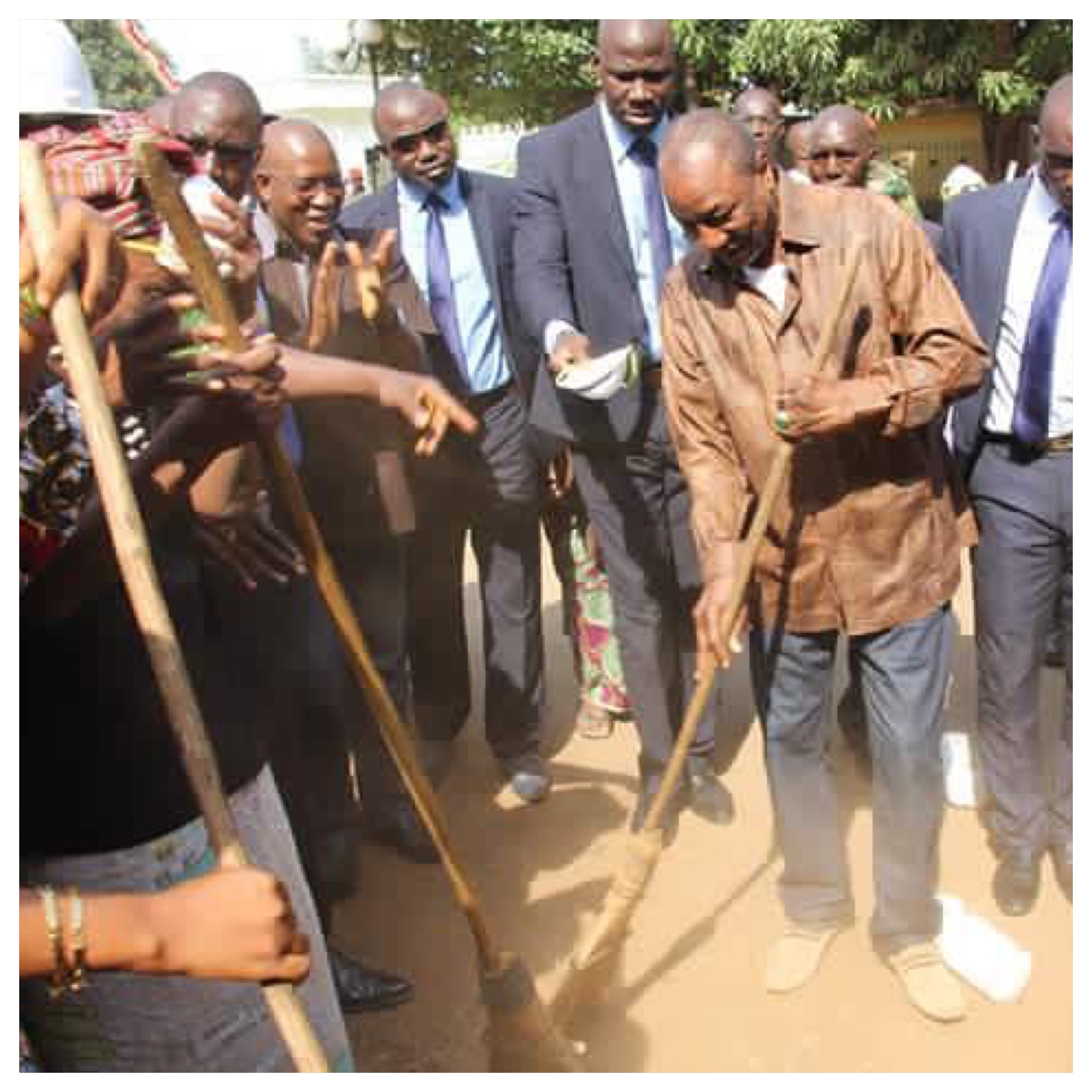 Alpha Conde President Guineen balai la capitale conakry