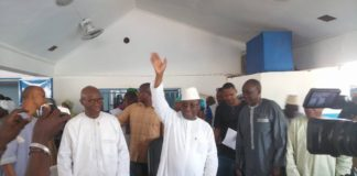 Sidya Touré président de l'UFR au siège de son parti à Matam