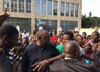 Baidy Aribot avec les manifestations contre Alpha Condé à Kaloum