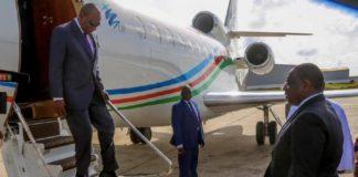 Alpha Condé avec l'avion et Macky Sall