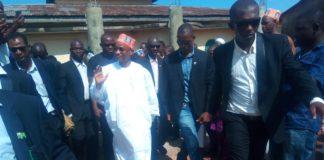 Cellou Dalein Diallo avec gardes corps