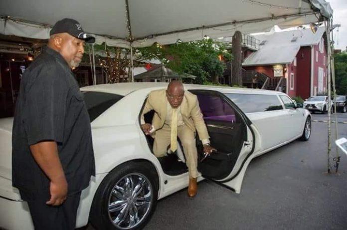 Sékouba Konaté ancien président de la transition dans une limousine à Paris