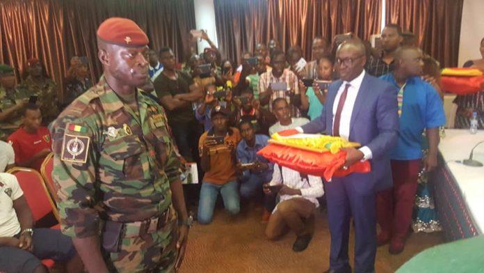 Acte de bravoure : le Caporal Cheick Soumah, a reçu le prix du civisme et de la paix ce jeudi à Conakry !