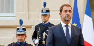 Le nouveau ministre de l'Intérieur Christophe Castaner (g.) lors de la cérémonie de passation de pouvoirs avec Edouard Philippe, le 16 octobre dernier.