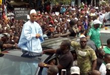Cellou Dalein Diallo président de lufdg au Cimetière de Bambeto