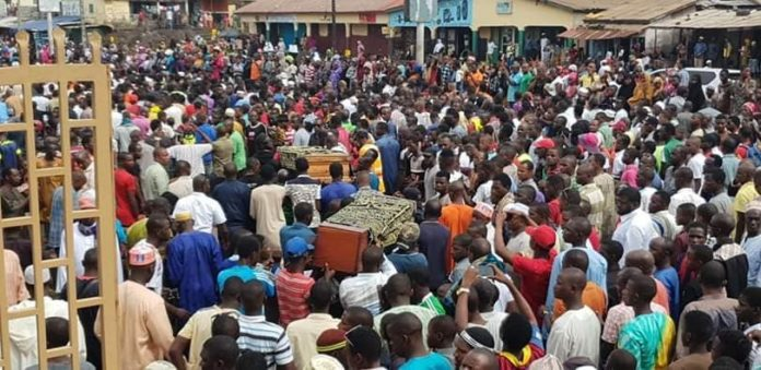 Enterrement de deux militants de l'opposition guinéenne au Cimetière de Bambeto