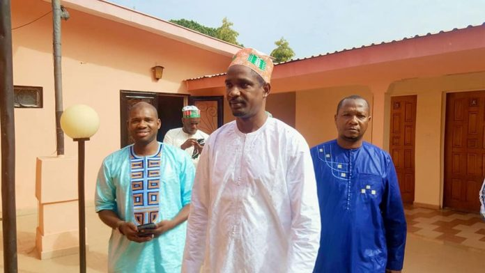 Mouctar Diallo ministre de la jeunesse, Macka Balde DGA de l'ANVJ et Alpha Bah des NFD à Labé