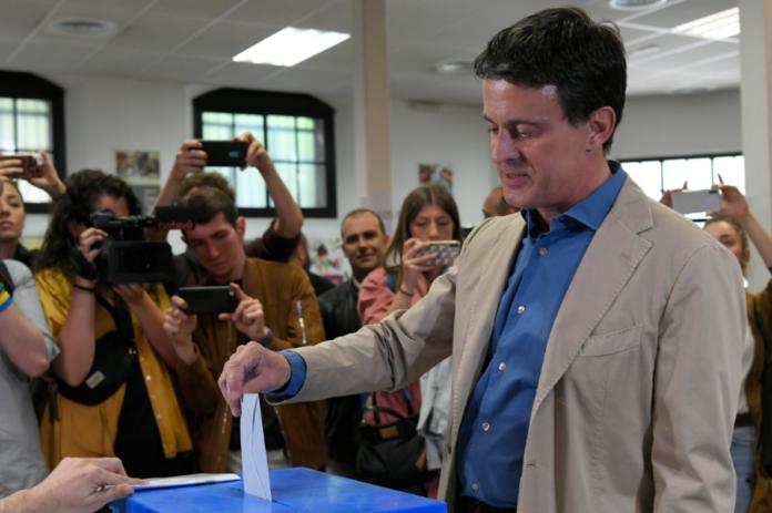 Manuel Valls vote aux municipales de Barcelone