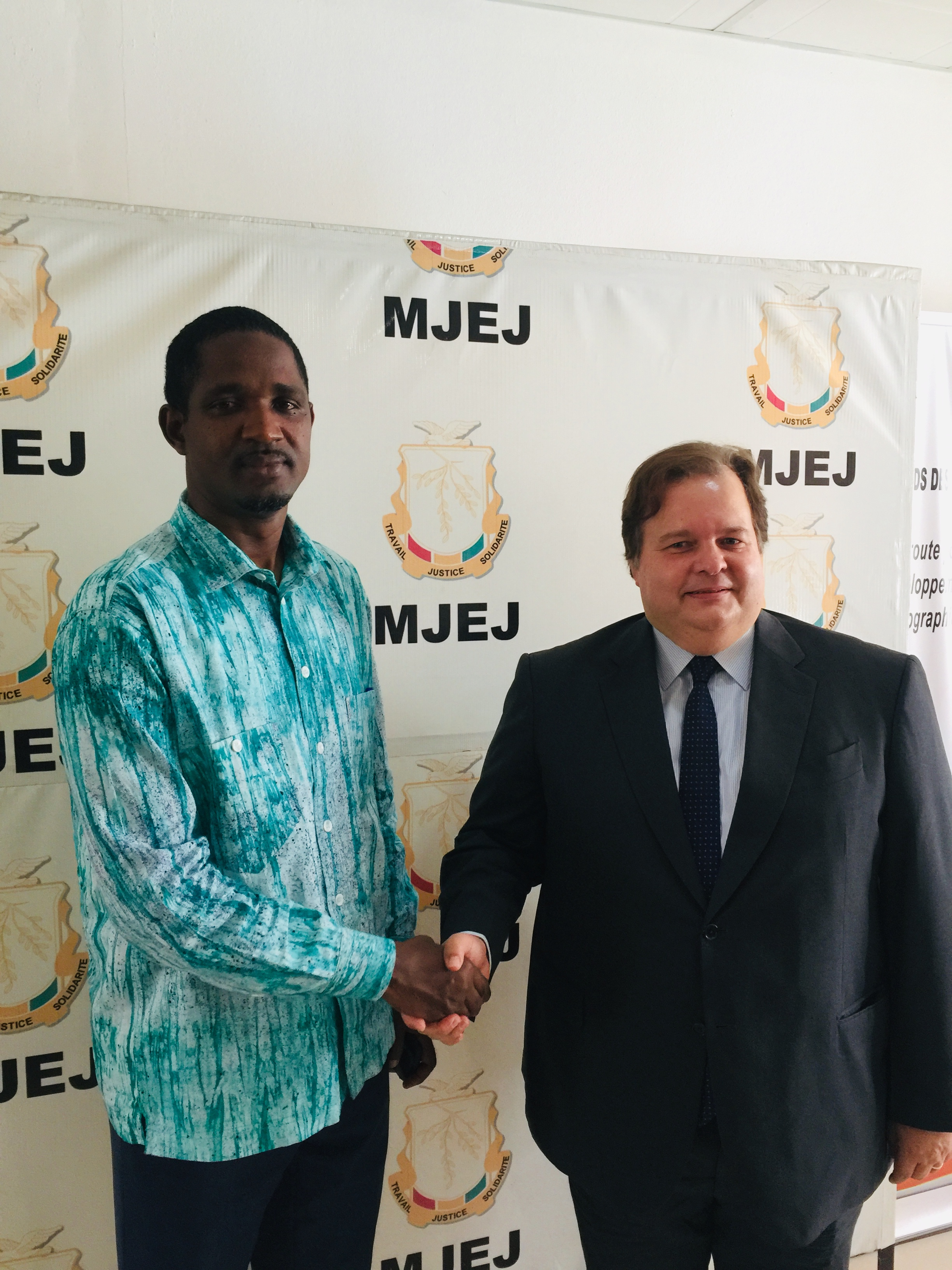 Le ministre de la jeunesse Mouctar Diallo et l'ambassadeur de Turquie en Guinée